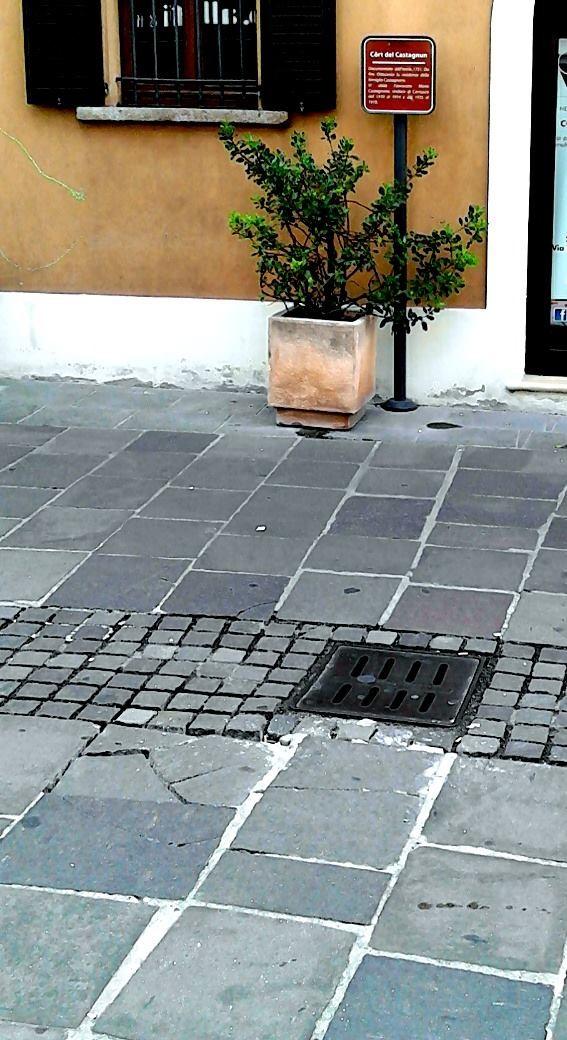 Piastrelle pericolose in centro a cernusco - Centro lodigiano piastrelle ...